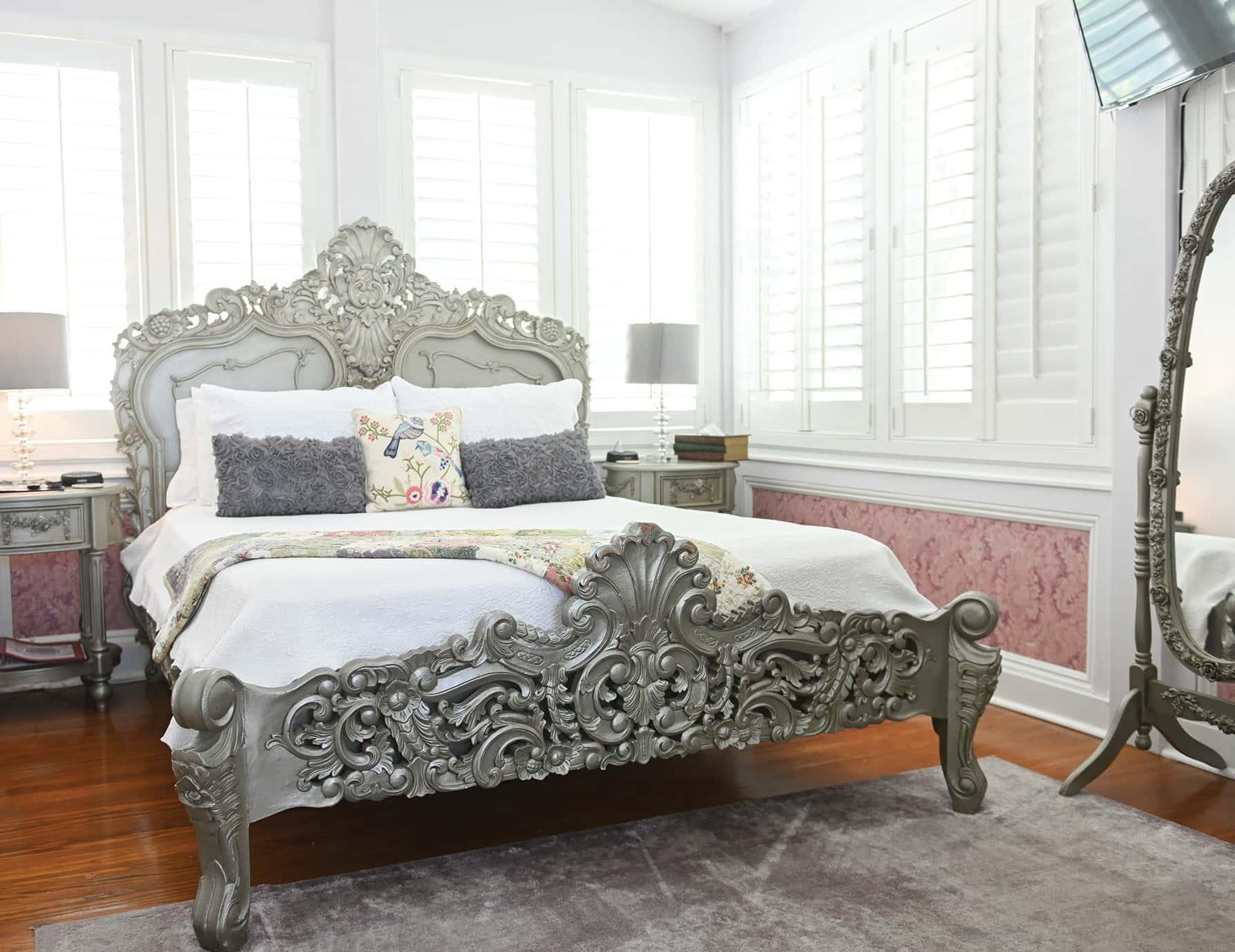 Sun Room bed - Romantic Key West Lodging