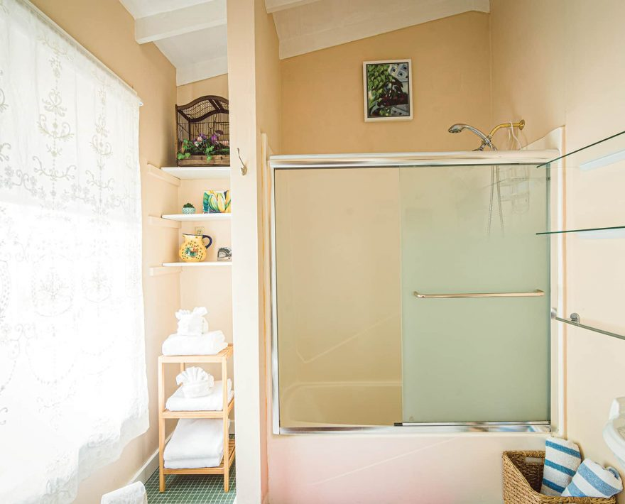 Eugene Studio Suite Bath