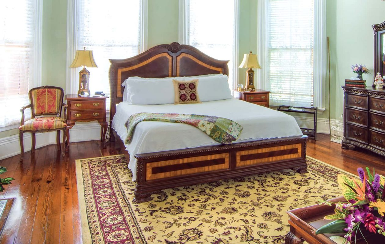 Anne Suite bed, fireplace and dresser